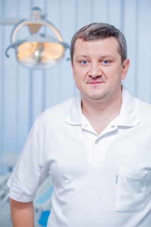 Ігор Григорович Очеретний - лікар-стоматолог-хірург-імплантолог