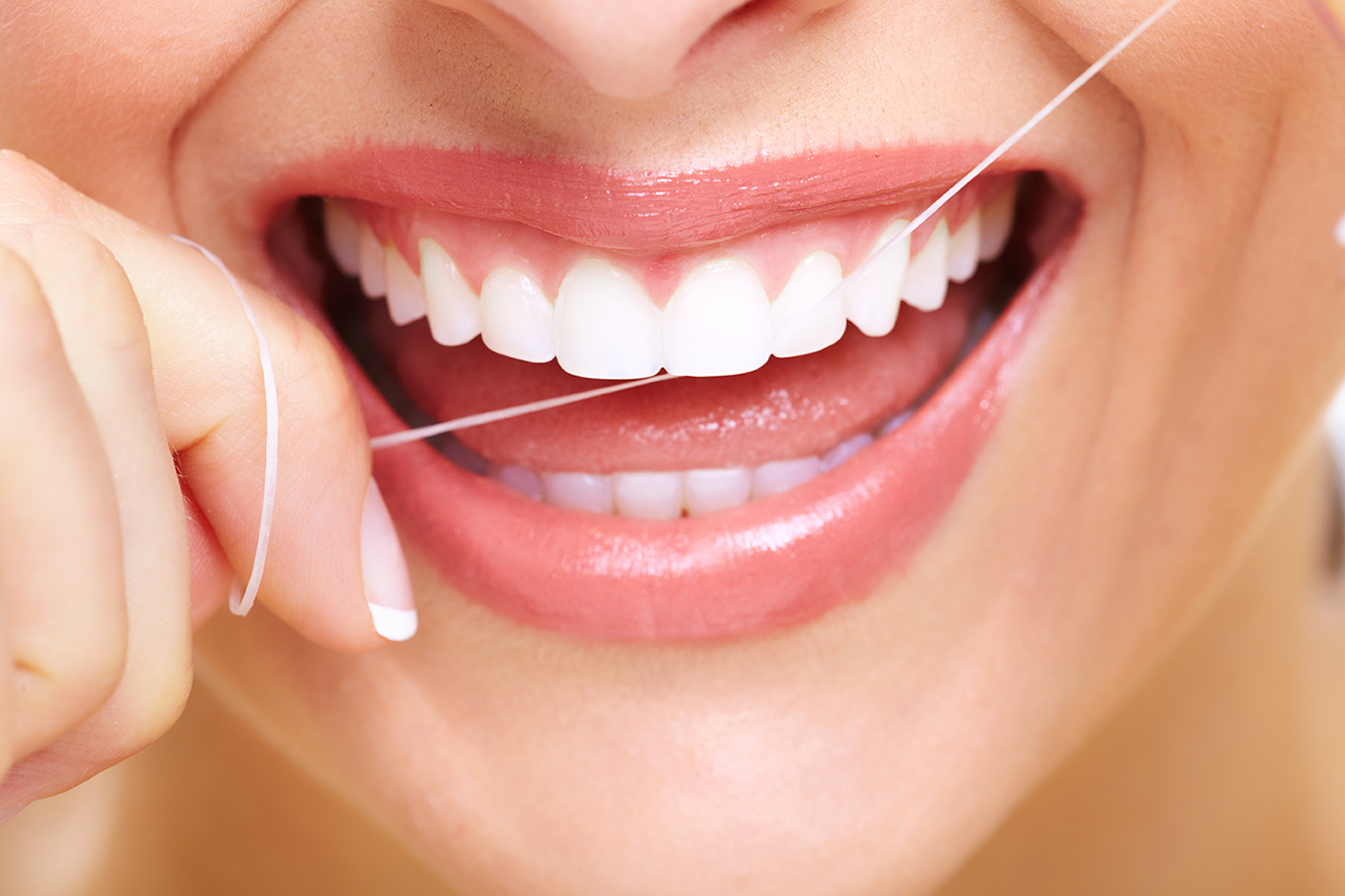 Для підтримки здоровя ясен та зубів потрібно мінімум два рази в рік проходити огляд у лікаря-стоматолога та обов'язково: правильно харчуватись; чистити зуби; користуватись зубною ниткою, ополіскувачем.